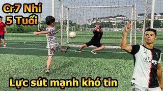 Thử Thách Bóng Đá với Ronaldo nhí Việt Nam 5 tuổi với lực sút penalty khiến thủ môn Duy Trung bó tay
