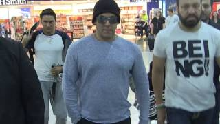 'SALMAN KHAN's - beautiful moment with little girl @Melbourne Airport' #EXCLUSIVE  24/4/17