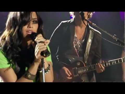 Demi Lovato - Remember December (Live) [Walmart Soundcheck] (1080p HD)
