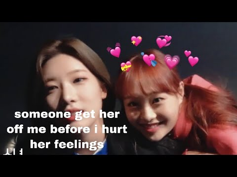 chuu bothering kim lip for more than 3 minutes straight