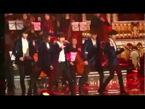 [Fancam] 121229 가요대전- EXO watching Infinite ver 2