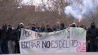 Испания: Советские флаги в руках демонстрантов-студентов