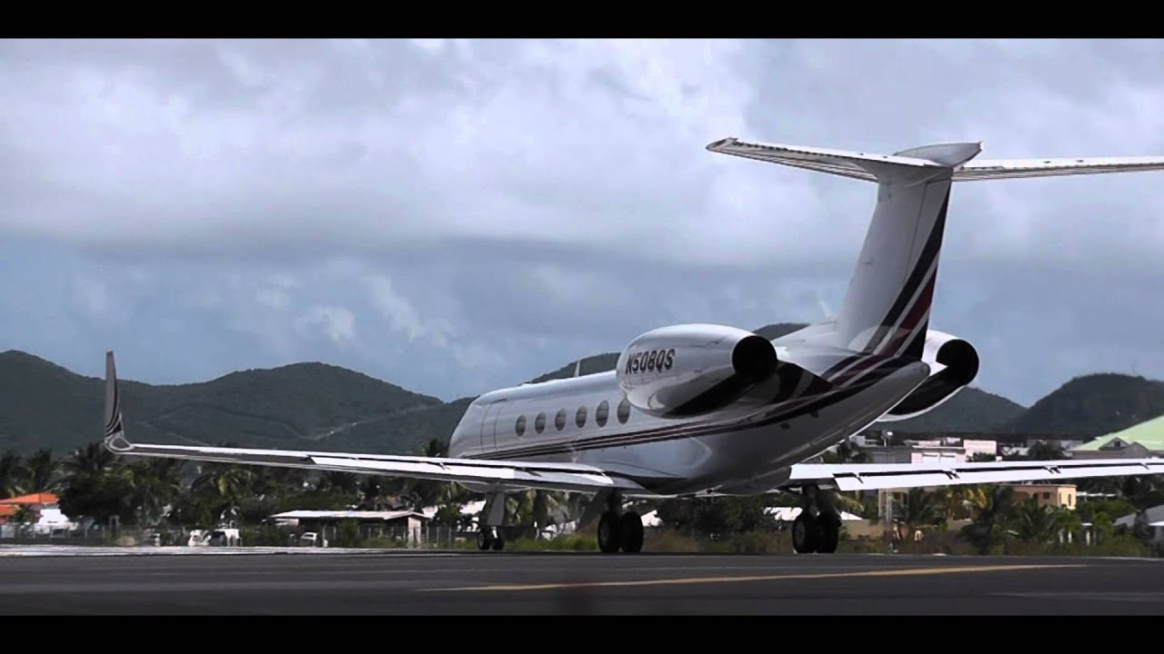 Takeoff at Dangerous Airport St. Maarten! - YouTube