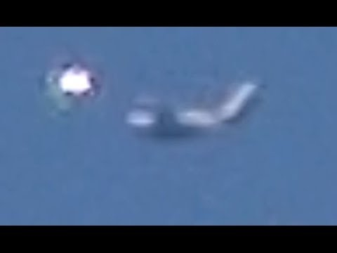 WOW!! UFO Sightings Major Airliner Stalked By Extremely Bright UFO! 2014 - thirdphaseofmoon  - 32uTCxpTEj0 -