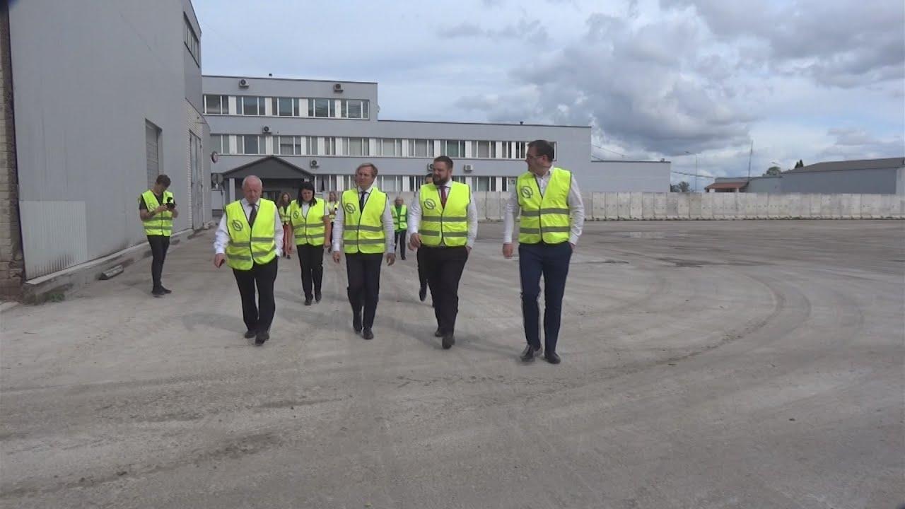 Ekonomikas ministrs reģionālās vizītes laikā iepazīstas ar Dobeles uzņēmumiem