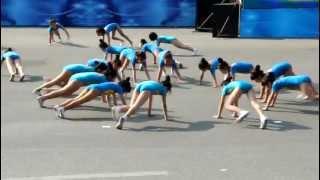 Aerobic bài Con cào cào Cung thiếu nhi Hà nội 2012 tại Công viên Thống nhất