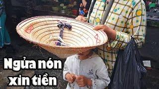 Kinh ngạc tài lẻ Em gái mù xin tiền nuôi con ở chợ Nhật Tảo Sài Gòn
