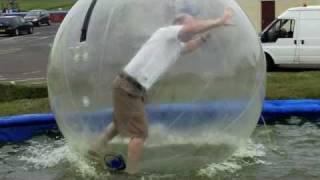 Zorbing en el agua