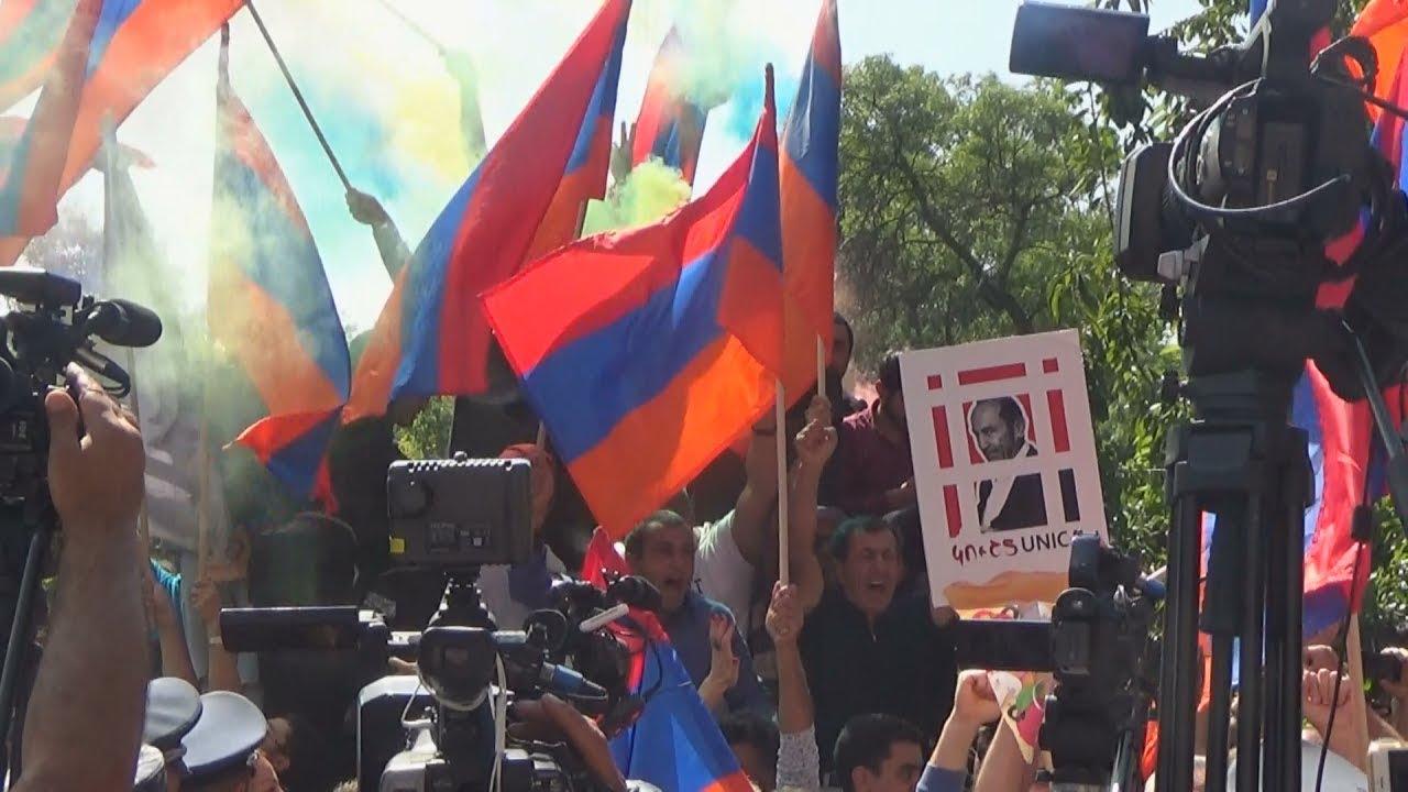 Ереван: Кочаряна оставили за решеткой