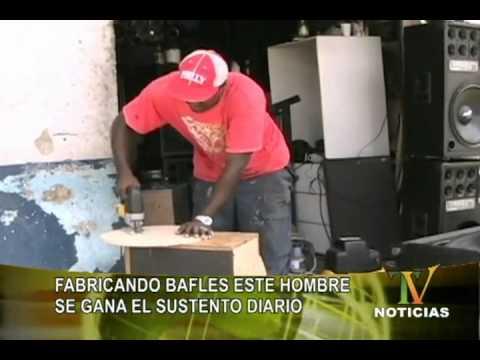 FABRICANDO BAFLES ESTE HOMBRE SE GANA EL SUSTENTO DIARIO