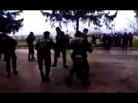 Оккупированные солдаты украинской армии с. Перевальное 07-03-2014