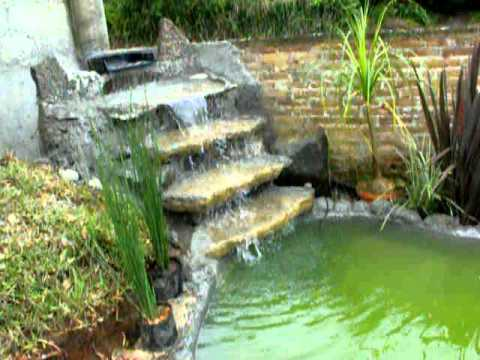Como hacer un estanque facil y barato01 avi musica movil for Cascada artificial casera