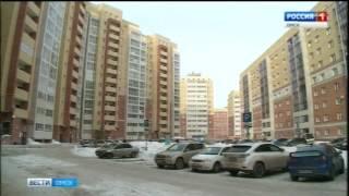В Омске упавший с крыши дома снег  повредил 5 автомобилей