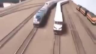 Hai con tàu đua nhau kinh hoàng