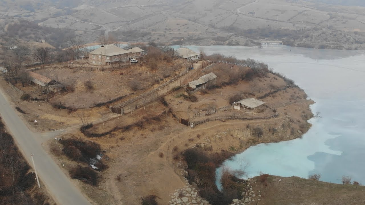 Жители армянского села страдают от соседства с озером токсичных отходов
