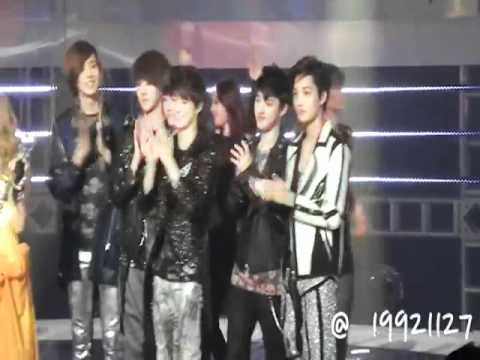[ Fancam] SNSD EXO-K 120511 Music Bank Ending