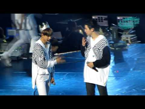 [FUNNY] Chanyeol & Kai dancing like crazy =))