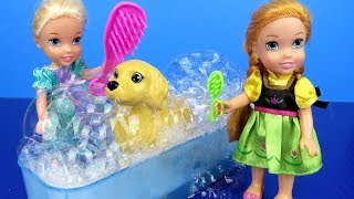 Pet GROOMING ! Elsa and Anna toddlers at the animal salon – Bath – Brushing