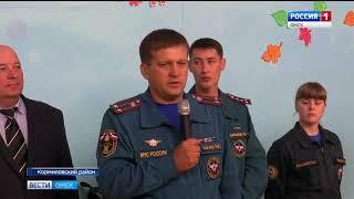 В школу села Юрьево Кормиловского района на линейку первого сентября приехали спасатели