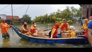 Banjir Tak Kunjung Surut, Bantuan Disalurkan dengan Perahu