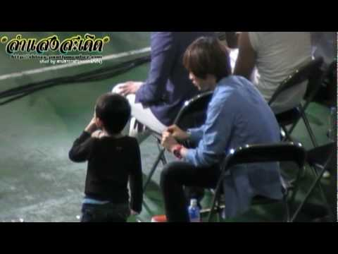 100505 Baby Taemin shared snacks with kids in Dream Team recording