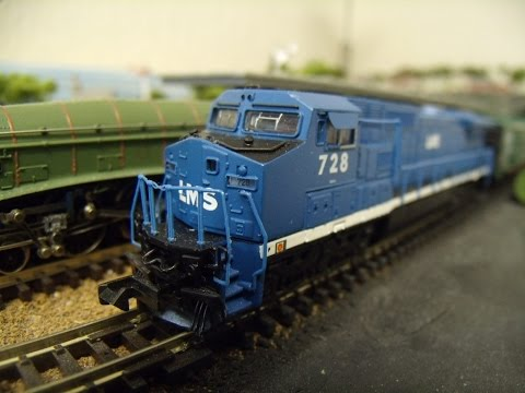 N Gauge GE Dash 8-40CW Diesel Locomotive LMS/LEASE No 728