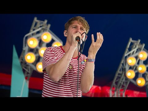 Glass Animals - Gooey (Glastonbury 2017)