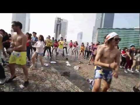 (1000 plp) Gangnam Style Flashmob Jakarta Indonesia - Thamrin Bunderan HI Sudirman Central Circle