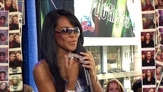 Aaliyah introduces her pet snake to Carson Daly HQ