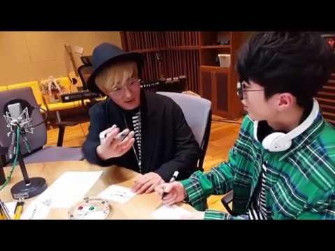 [별밤] 강타X이재원 보라에서 싸인중 (Kangta X Leejaewon autography on their photos)