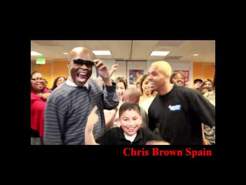 Chris Brown : dancing Yeah 3x with fans on the radio