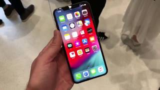 Super quick hands on first look at the iPhone Xs Max in Gold