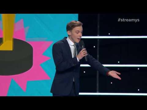Jon Cozart Roasts Lilly Singh, Liza Koshy & Casey Neistat with a Song - Streamys 2017