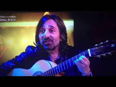 Antonio Carmona cantando con la guitarra Bros de Pablo Motos.