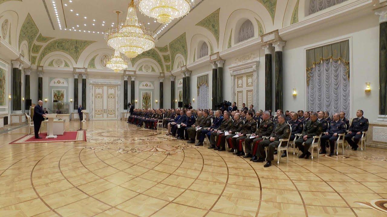 Лукашенко: Дальше - все. Нам отступать некуда, и мы отступать не собираемся