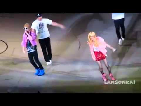 [FANCAM]SHINee 1st CONcert In Taiwan-key solo first kiss(with Taemin as the girl XD)
