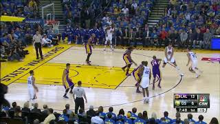 Durant lobs to Curry for the alley-oop dunk??