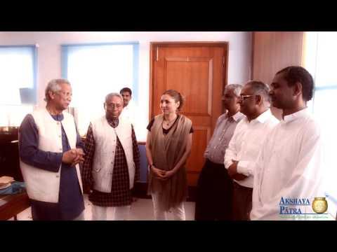 Nobel Laureate Muhammad Yunus Visits Akshaya Patra Hubballi Kitchen