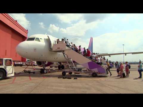 Wizz Air opens first UK base at LLA