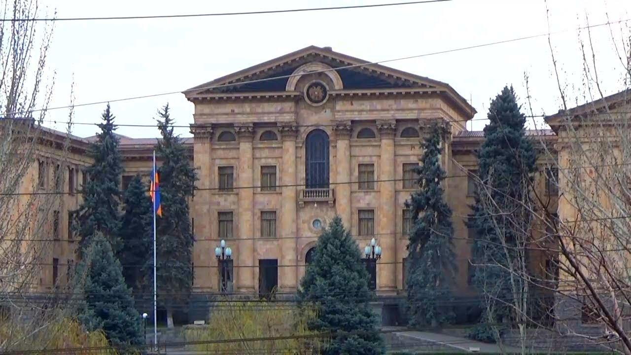Саргсян вместо Саргсяна - народ Армении не в курсе, что отстранен от выборов