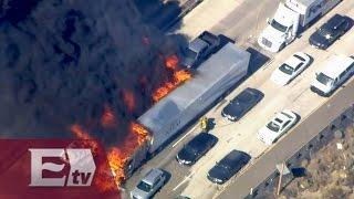 Estados Unidos: Incendio forestal alcanza una carretera en California / Titulares de la Noche