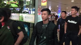 Đội tuyển U23 Việt Nam đã đổ bộ sân bay Tân Sơn Nhất