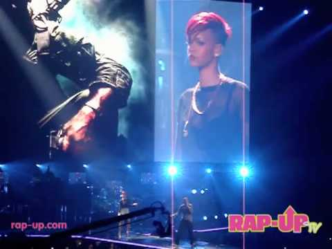 Baixar Eminem x Rihanna Perform Live in Los Angeles!