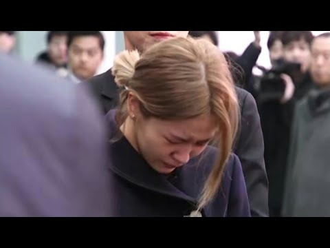 Heart-wrenching video of Red Velvet Yeri crying at Jonghyun's funeral goes viral