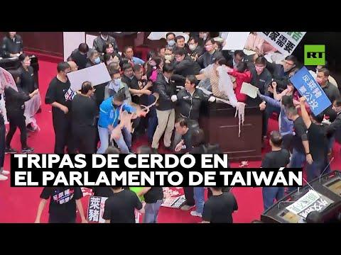 Guerra con tripas de cerdo en el Parlamento de Taiwán
