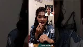 Phan Văn Đức live stream cùng bạn gái tin đồn.