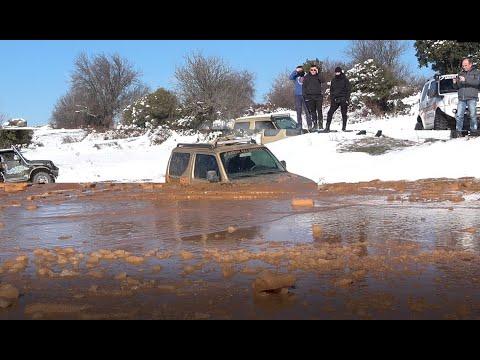 SUZUKI JIMNY vs frozen lake - not a good idea