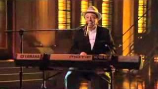 Mas que Nada - Sergio Mendes ( Lopez Tonight Show )