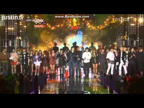 121221 All I Want For Christmas Is You {SHINee & Boyfriend Together on stage!!!}