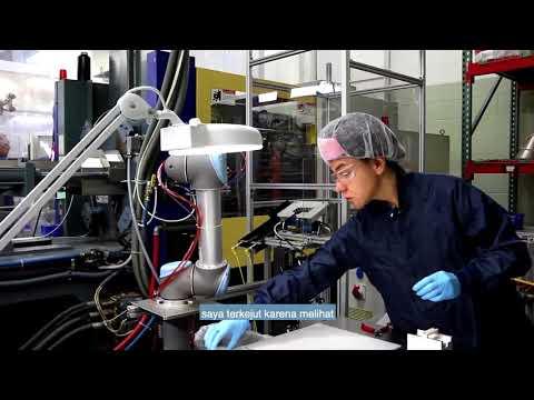 Universal Robots Quadruples Injection Molding Production (Indonesian subtitles)